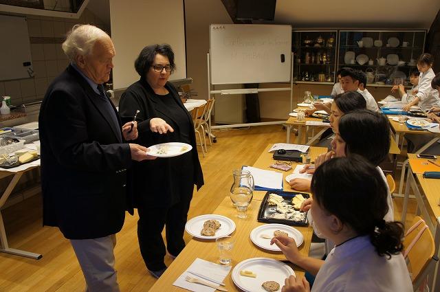 2セリ開始とチーズの専門講義(レクレール校)